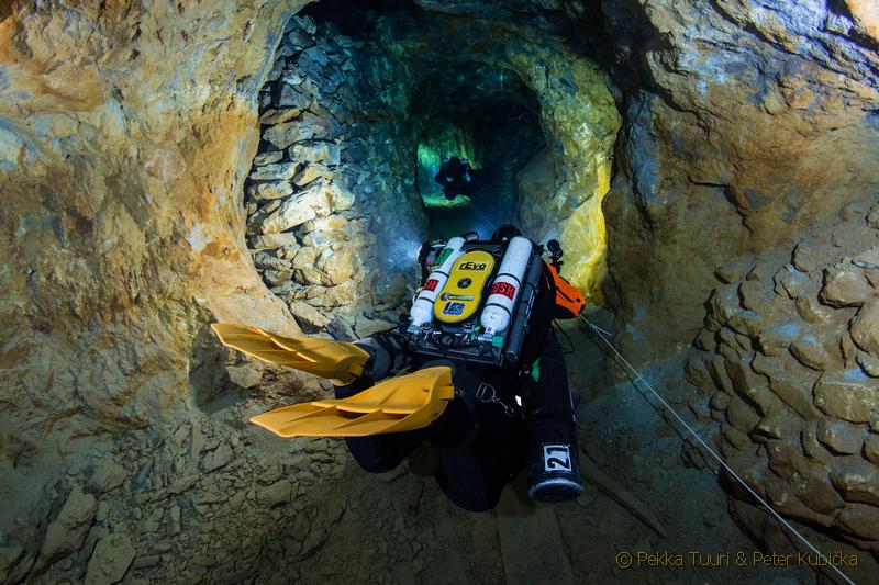 Ponor s rebreatherom (prístroj s uzatvoreným dýchacím okruhom) (Pekka Tuuri & Peter Kubička)
